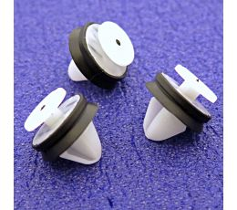 Interior and Exterior Trim Clips for Door Cards & Mouldings- Land Rover LR006101